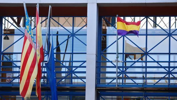Imagen de la bandera republicana en el Ayuntamiento de Xirivella