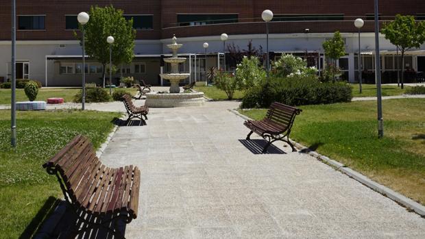 Muere un anciano en el jard n de una residencia de for Residencia el jardin madrid