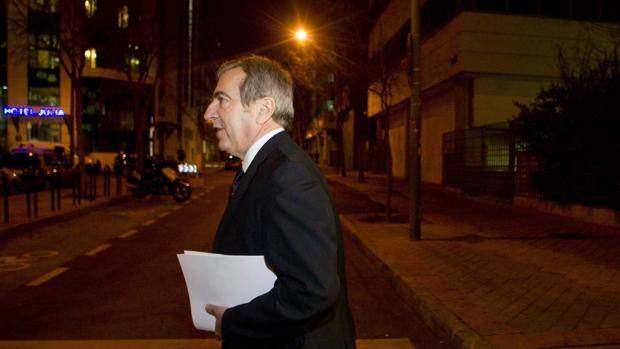 Ginés Jiménez sale de los juzgados, en 2013