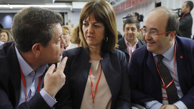 La líder de los socialistas vascos, Idoia Mendía, junto a Emiliano García-Page (i) y Miquel Iceta