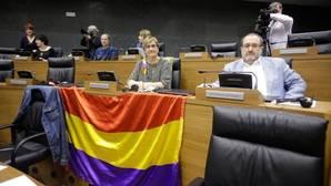 El TSJN no deja colocar la bandera republicana en el Parlamento navarro