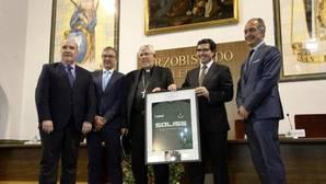 En el acto protocolario, además del arzobispo, el presidente del CD Toledo, Fernando Collado, quien estuvo acompañado por representantes de los dos principales patrocinadores del club toledano
