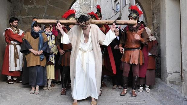 Un momento de la Passió que se celebra en Villalba dels Arcs (Tarragona)
