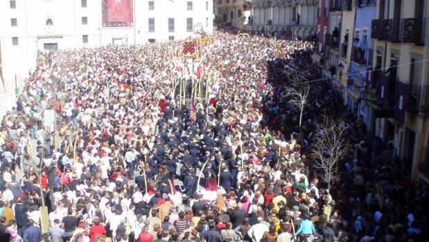 Procesión de Semana Santa en la Plaza Mayor de Cuenca