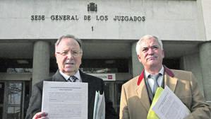 Miguel Bernad y Luis Pineda, en los juzgados de Madrid en una imagen de febreero de 2015