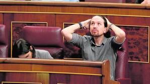 El secretario general de Podemos, Pablo Iglesias, en su escaño en el Congreso
