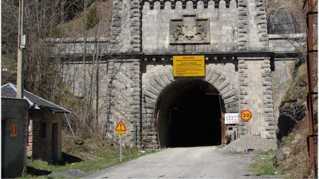 Boca española del túnel de Canfranc, inaugurado en el año 1928