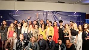 Miembros de los 21 países participantes posan antes de la fiesta