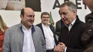 El presidente del PNV, Andoni Ortuzar, junto al lendakari, Iñigo Urkullu, en el Aberri Eguna de Bilbao