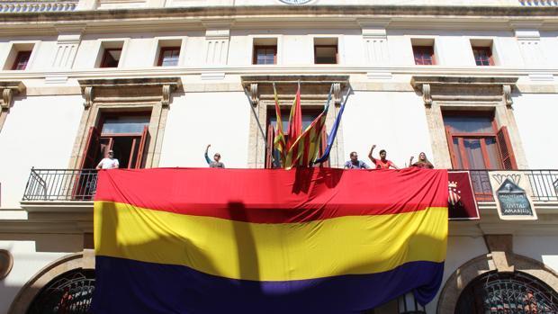 Imagen de la enseña republicana en el Ayuntamiento de Sagunto