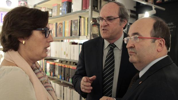 Miquel Iceta, Ángel Gabilondo y la periodista Montserrat Domínguez