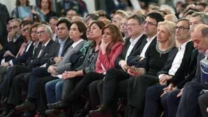 Susana Díaz (7d) durante el acto que el PSC celebra hoy en Barcelona un recuerdo de la exministra Carme Chacón