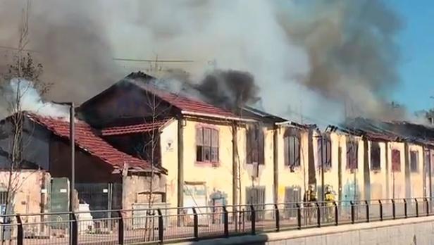 Un aparatoso incendio obliga a cortar el Metro de Bilbao