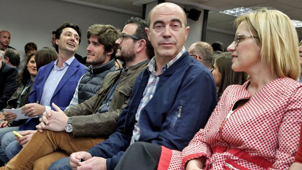 Imagen de Betoret y Contelles (en los dos extremos) durante la junta directiva celebrada este miércoles