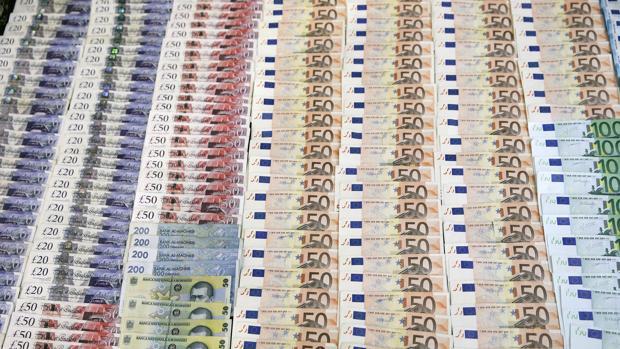 Imagen de parte del dinero intervenido por la Guardia Civil