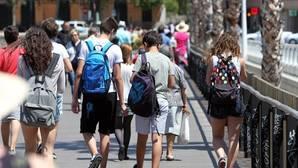 Imagen de archivo de un grupo de estudiantes en Valencia