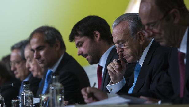El presidente de Gas Natural, Isidro Fainé, durante una junta de accionistas de La Caixa