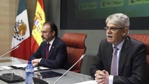 El ministro de Asuntos Exteriores, Alfonso Dastis, junto a su homólogo mexicano, este jueves
