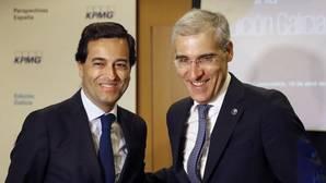 Daniel Fraga (i) y Francisco Conde (d), ayer en la presentación del informe