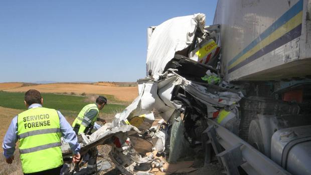 Accidente entre el camión y la furgoneta