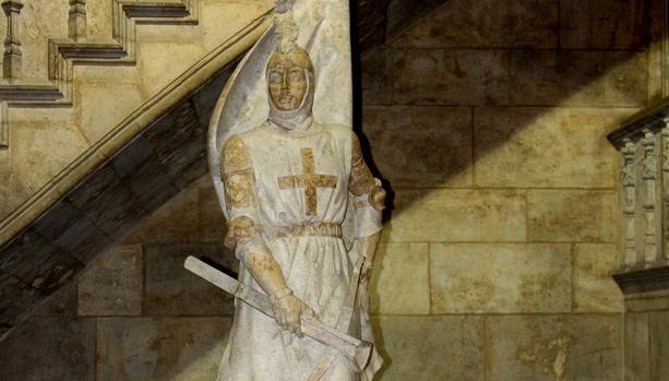 Estatua de un miembro del centenar de la ploma en el Palau de la Generalitat