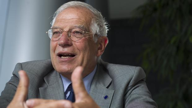 El exministro Borrell anuncia su aval a Pedro Sánchez