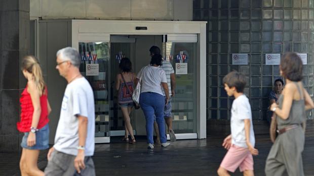Imagen de la entrada a un centro sanitario valenciano