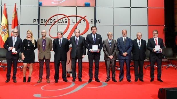 Galardonados en los Premios Castilla y León junto al presidente de la Junta, Juan Vicente Herrera