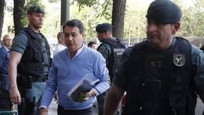 El expresidente de la Comunidad de Madrid, Ignacio González, a su llegada a su despacho el miércoles