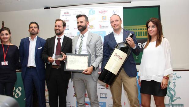 Entrega del premio a la Universidad Isabel I
