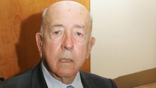 Fue Gobernador Civil de Ciudad Real, Burgos y Sevilla