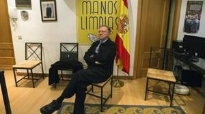 Miguel Bernad, en la sede de Manos Limpias, ya abandonada
