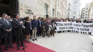 Imagen de la protesta contra el Gobierno celebrada este martes frente a las Cortes Valencianas
