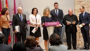 La alcaldesa de Toledo, Milagros Tolón, y representantes de las institiuciones colaboradoras, este martes durante la presentación del programa