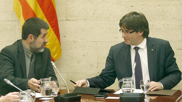 Imagen de archivo del presidente de la ANC, Jordi Sánchez, junto a Carles Puigdemont