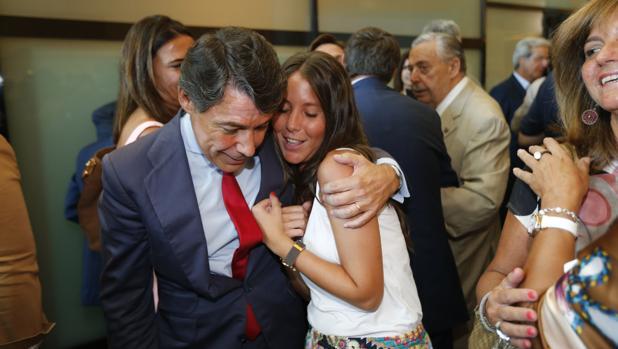 Hemeroteca: Ignacio González «hunde» la boda de su hija prevista para septiembre | Autor del artículo: Finanzas.com