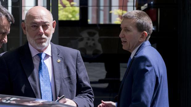 Maza y Moix en la visita del primero el lunes a Anticorrupción