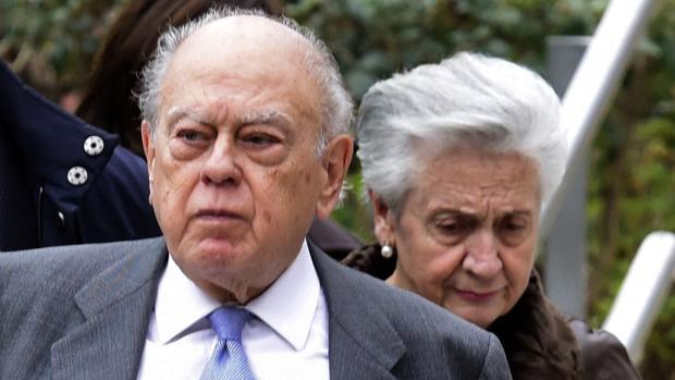Hemeroteca: El juez avala que Jordi Pujol y su mujer dirigían fondos sospechosos del clan | Autor del artículo: Finanzas.com