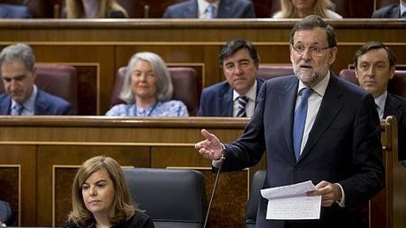 Mariano Rajoy se dirige a la oposición desde su escaño