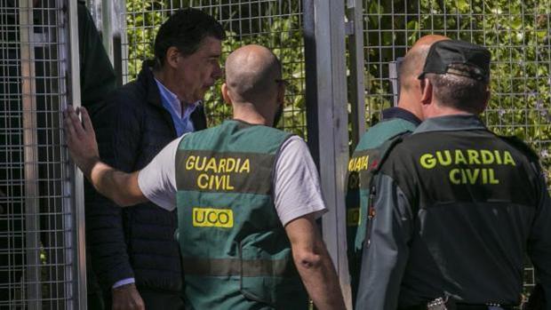 Hemeroteca: Varios ayuntamientos acuerdan personarse en la causa del caso Lezo | Autor del artículo: Finanzas.com
