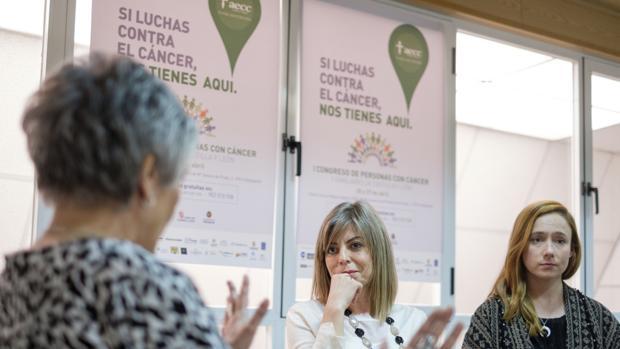 Las psicólogas de AECC de Valladolid, Maite Fernández y Elisa Ramos