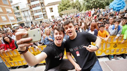 El «youtuber» Stoneismyname y el rapero alicantino Arkano, ayer en Castellón