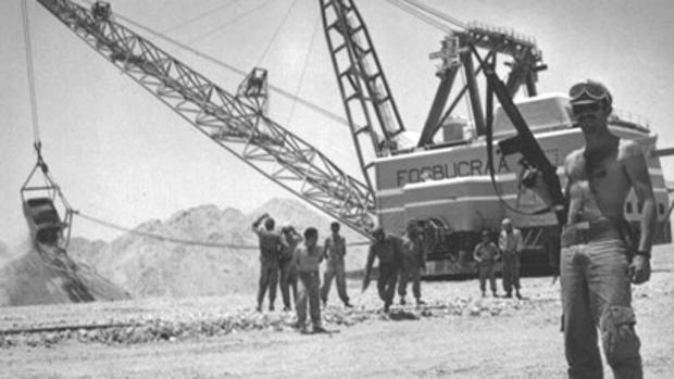 Puesto de vigilancia en la planta de fosfato de Fos Bucraa en mayo de 1974