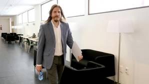 El portavoz de Podemos en las Cortes de Castilla y León, Pablo Fernández, minutos antes de dar una rueda de prensa