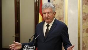 El diputado de Nueva Canarias, Pedro Quevedo, durante la rueda de prensa que ofreció hoy en el Congreso