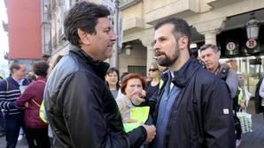 Tudanca conversa con el consejero de Empleo antes de la salida de la Marcha Asprona