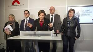 Forcadell, junto a otros miembros de la Mesa del Parlamento de Cataluña