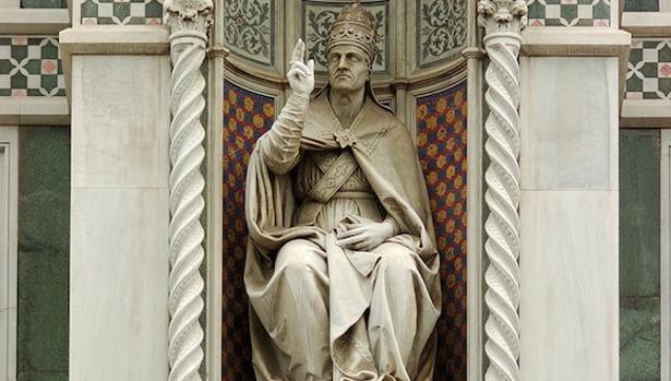 Estatua del Papa Eugenio IV en Roma