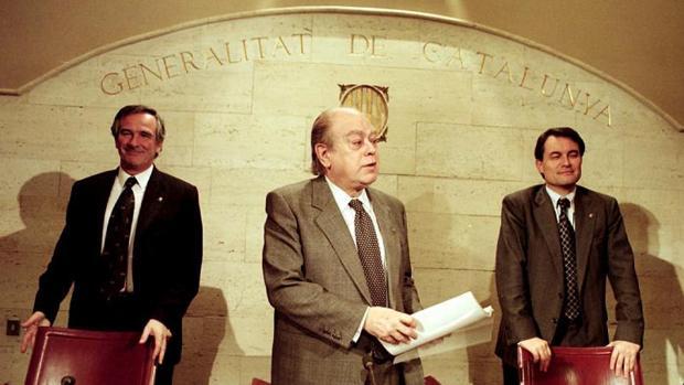 Xavier Trías (i), Pujol y Mas (d) durante una rueda de prensa del presidente con los consejeros en 1999