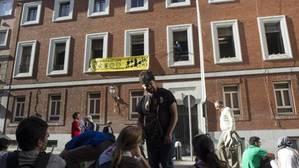 Dos diputados de Podemos, a la Policía: «Vosotros sois los que debéis cuadraros»
